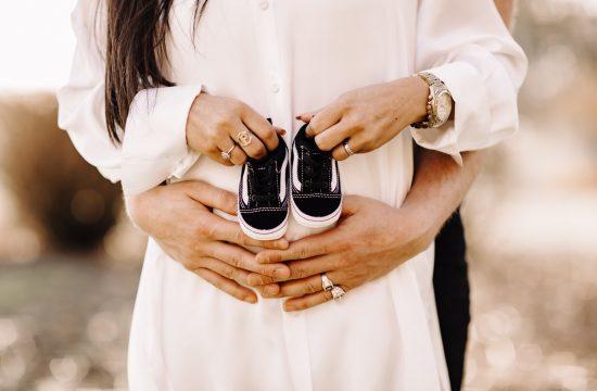 couple pregnant koppel liefde fotosessie