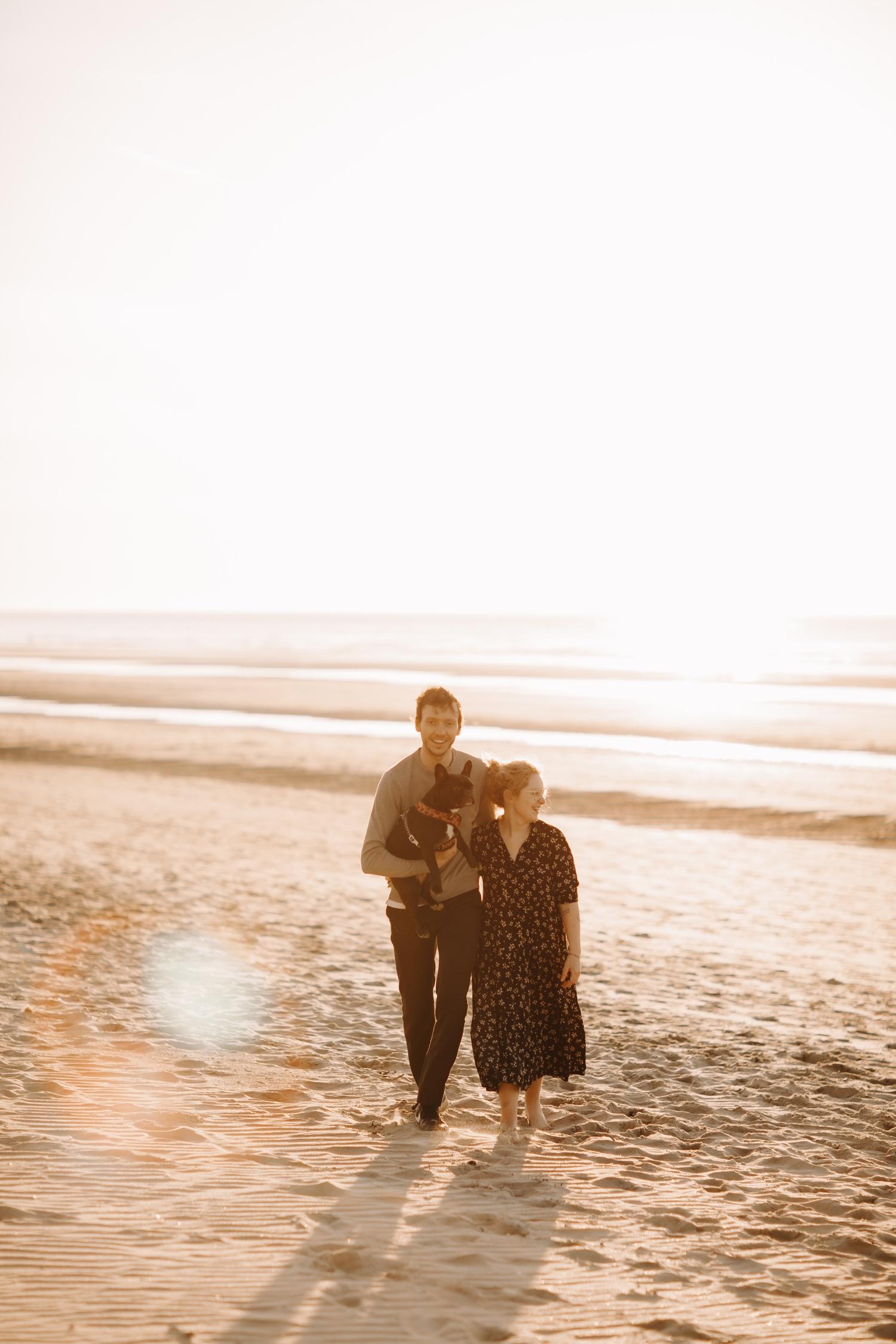 koppelsessie koppelfotografie tussen de duinen zee